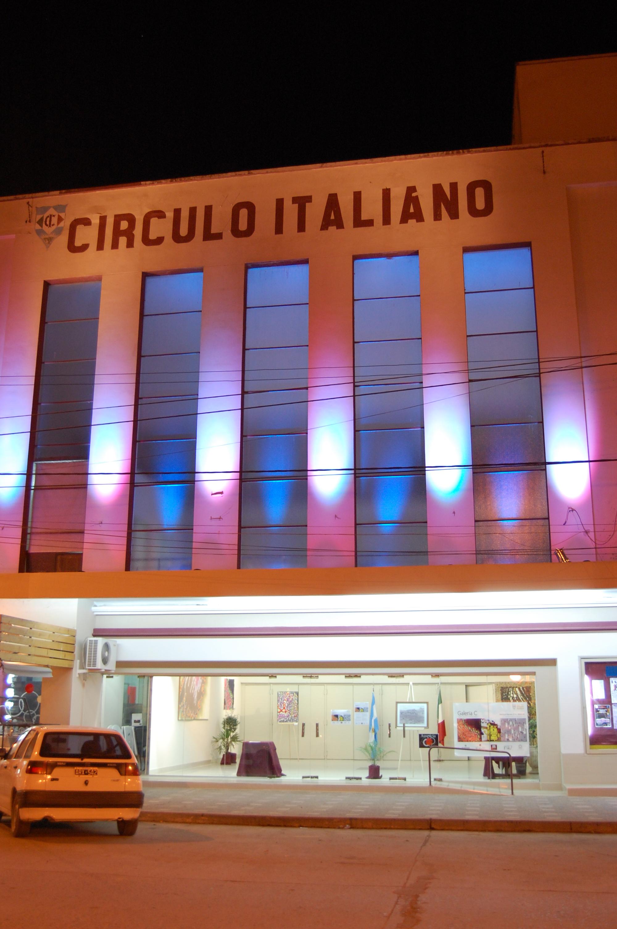 Fachada Teatro la noche de la inauguración.