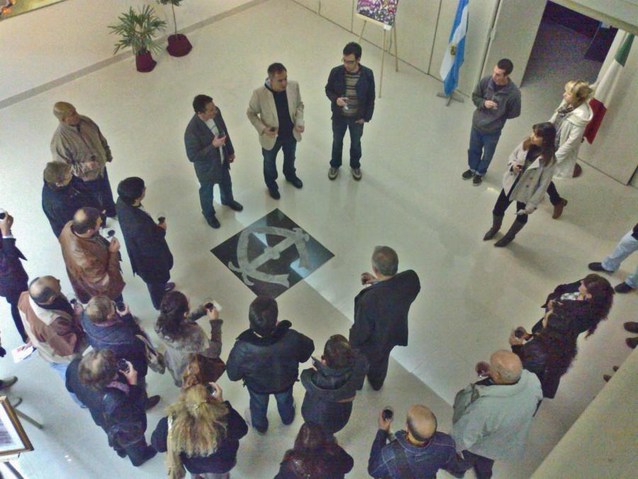 Momento de la presentación: Palabras a cargo de Jorge Arriegada y Esteban Vazquez Canestracci, junto Ángle Tocce